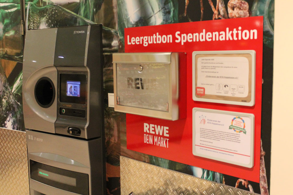 Spendenaktion am Pfandautomat REWE